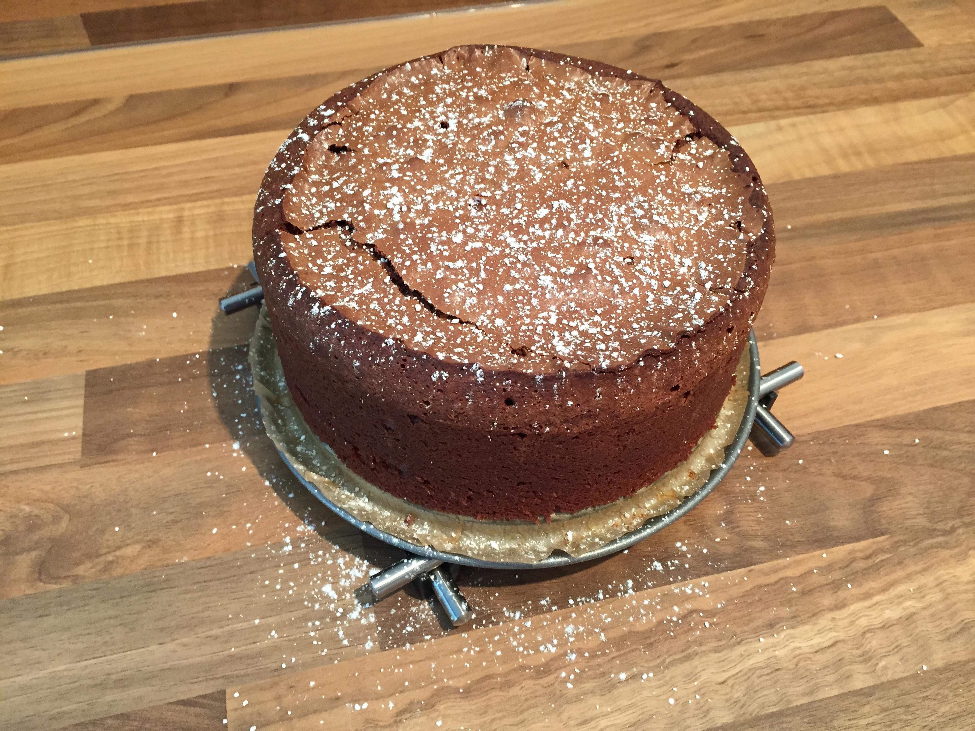 Schoko Nuss Kuchen Mit Einem Kern Aus Karamel Das Muffin Madchen