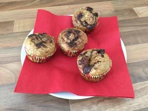 Frühstücks-Muffins mit Bananen und Schokocreme