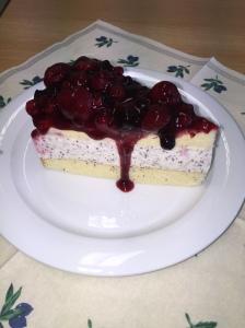 "Joghurt-Mohn-Törtchen mit gemischten Beeren"""
