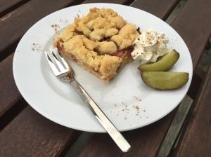 Pflaumen-Streuselkuchen mit Lemoncurd
