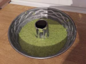 Zitroniger Spinat-Gugelhupf
