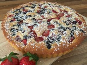 fluffiger Beeren-Joghurt-Kuchen