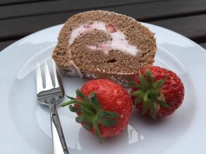 Erdbeer-Schokoladen-Biskuitrolle