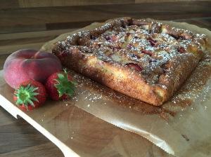 Maisgrieß-Kuchen mit Sommerfrüchten