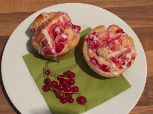 süße Johannisbeer-Marzipan-Schnecken