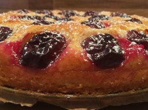 Mediterraner Pflaumenkuchen mit Olivenöl