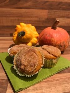 Kürbis-Frischkäse-Muffins mit Zimt-Zucker-Haube