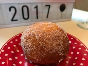 Neujahrs-Berliner mit Himbeerfüllung